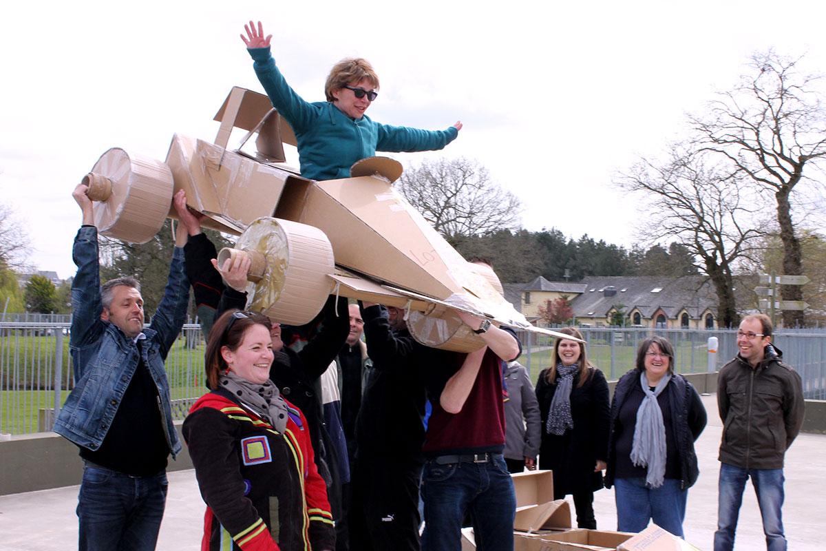 Organisation d'un team building développement durable pour entreprise : Team Building construction carton - image 1