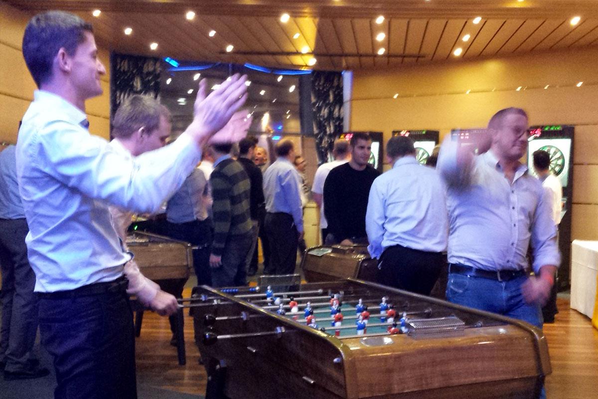 Organisation d'un team building jeux pour entreprise : Tournoi de jeux de bar - image 1