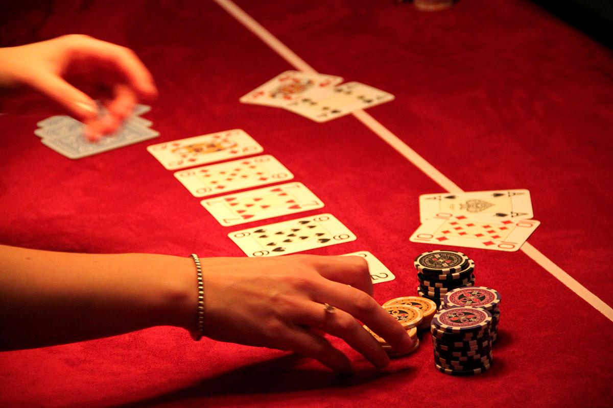 Organisation d'une animation de soirée soirée jeux pour entreprise : Poker - image 1